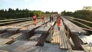 Александр Цыбульский оценил ход реконструкции моста через Вагу