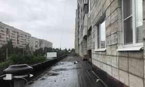 ВАрхангельске мужчина разбился насмерть при падении сшестого этажа