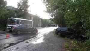 В Архангельске на улице Адмирала Кузнецова водитель «Форда» устроил ДТП на встречке