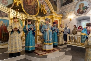 Митрополит Корнилий совершил всенощное бдение в канун праздника Тихвинской иконы Божией Матери