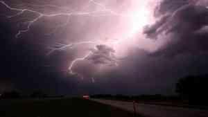 Южный циклон принесет в Архангельскую область ливни, град и штормовой ветер