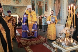 Митрополит Корнилий совершил всенощное бдение в канун праздника апостолов Петра и Павла