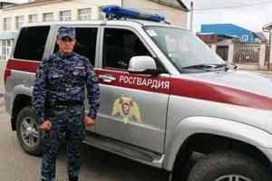 В Няндоме Архангельской области сотрудник Росгвардии в свободное от службы время задержал подозреваемого в ограблении человека