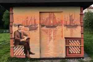 В Петровском сквере появилась арт-будка с изображением Александра Грина: фото
