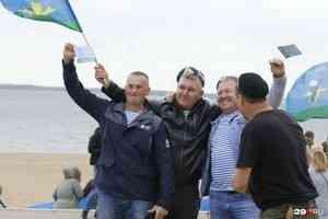 У «голубых беретов» праздник: как Архангельск отмечает юбилей ВДВ. Фоторепортаж