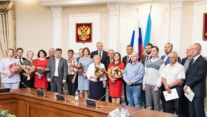 В правительстве области вручили награды строителям