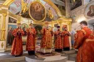 Митрополит Корнилий совершил всенощное бдение в канун воскресного дня и праздника великомученика Пантелеимона
