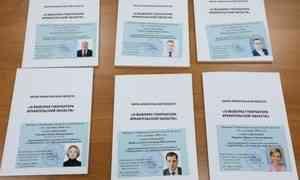 Кандидаты в губернаторы Архангельской области получили удостоверения