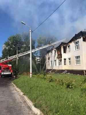В Северодвинске потушили пожар в многоквартирном доме. Видео с места событий