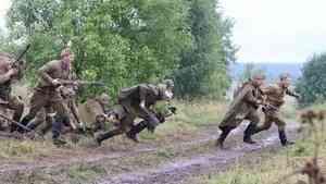 Под Вельском реконструкторы воссоздали эпизод боя времен Великой Отечественной войны