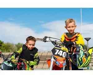 """«Дали ему форму, """"Хонду"""" — и он поехал»: девятилетний гонщик берет призовые места в мотокроссе"""