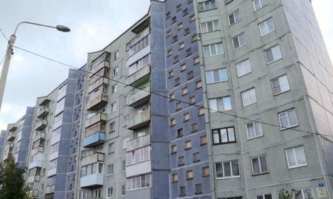 Роспотребнадзор выявил значительные превышения содержания аммиака в подъездах и квартирах одной из многоэтажек на архангельском Сульфате