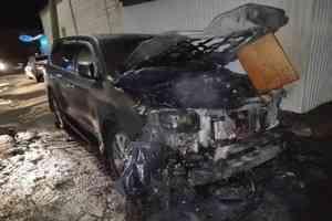 В Архангельске неизвестный спалил чужой «Лексус»