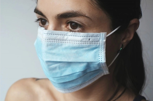 В детскую поликлинику Архангельска поставляли незарегистрированные маски, халаты и комбинезоны