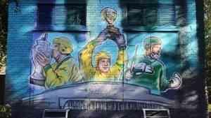 Девять художников трудились над стрит-артом «Три капитана» к юбилею «Водника»