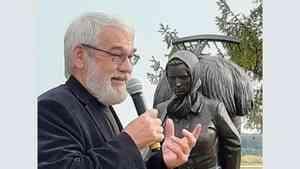 «Этот памятник не стоит связывать с творчеством Абрамова»