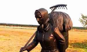 ВПинежской Верколе открыли памятник северной женщине-труженице