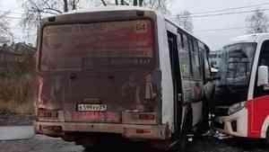 Четверо пассажиров и кондуктор автобуса пострадали в аварии на окраине Архангельска