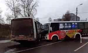 Награнице Приморского иХолмогорского районов перевернулся рейсовый микроавтобус