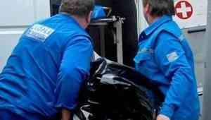 В Архангельске после падения со второго этажа скончался мужчина