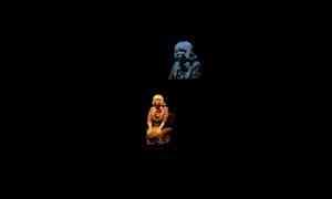 Все думают о мёртвой девочке: в Архангельске режиссёр Илья Мощицкий разделил зрительницу на атомы