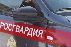Наряд Росгвардии в Северодвинске задержал подозреваемого в причинении тяжкого вреда здоровью женщине