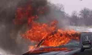 Ночью в центре Архангельске сожгли две иномарки