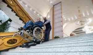 В архангельском театре драмы появился гусеничный подъёмник для зрителей-колясочников