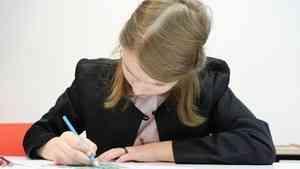 Роспотребнадзор предложил продлить коронавирусные меры в школах до 2022 года