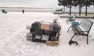 В Архангельске на площади Мира устанавливают первую заливную горку