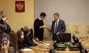 Самых талантливых, смелых и трудолюбивых школьников сегодня наградили в Архангельске