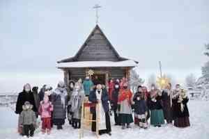 «Прославили Христа»: православные северодвинцы поздравили со святками жителей поморской Солзы