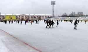Массовым катанием сегодня отметили Татьянин день на стадионе «Труд» в Архангельске