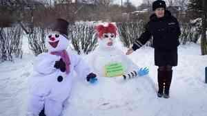 Вельский район организовал акцию «Добрый снеговик»