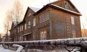 Жильцы деревянного дома по улице Советской в Архангельске уже несколько месяцев живут без водоснабжения
