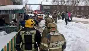 При пожаре в «деревяшке» на окраине Архангельска погиб подросток