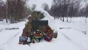 Архангелогородцы возложили цветы к памятнику жертвам политических репрессий