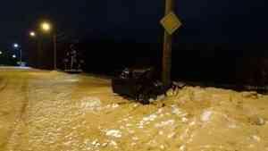 В Архангельске очередной пьяный водитель врезался в фонарный столб