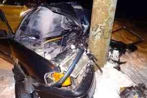 В Архангельске пьяный водитель легковушки врезался в столб