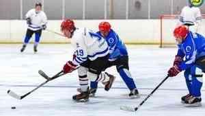 Ночная хоккейная лига: команда СМП потерпела первое поражение в «Лиге мечты»