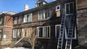 При пожаре в «деревяшке» в центре Архангельска погибла пожилая женщина