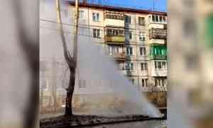 Столб кипятка высотой спятиэтажный дом наблюдали этим вечером жители центра Архангельска
