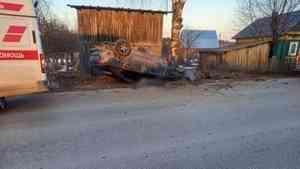 В Котласском районе в ДТП бесправный водитель «Мазды» опрокинул автомобиль и погиб