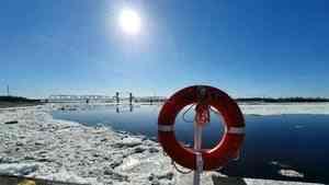 На акватории порта Архангельск продолжается прохождение ледохода