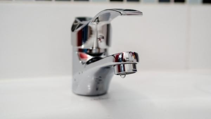 Затяжное отключение воды в округах Архангельска вызвало недовольство у жителей