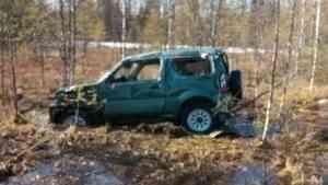 В Архангельской области на трассе М-8 «Сузуки» вылетела в кювет – водитель сломал руку