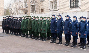 Первая группа призывников изАрхангельска отправилась кместу службы