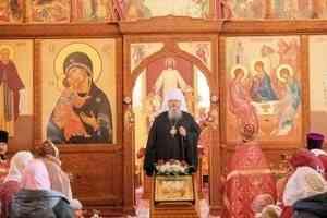 Митрополит Корнилий: Мы должны как можно чаще причащаться Святых Христовых Таин