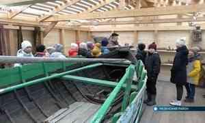 Поморский карбас, отходивший по морю десять сезонов, стал музейным экспонатом в Мезени