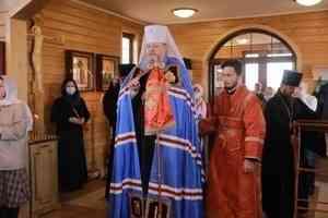 Митрополит Корнилий совершил Литургию в храме великомученика Георгия Победоносца в устьянском Березнике